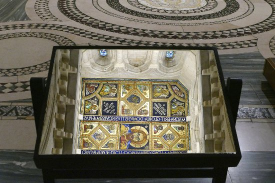 Buckfast Abbey: Mirror shows ornate ceiling against contrasting floor tiles