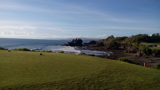 Pan Pacific Nirwana Bali Resort: Tanah Lot Temple view from Golf course