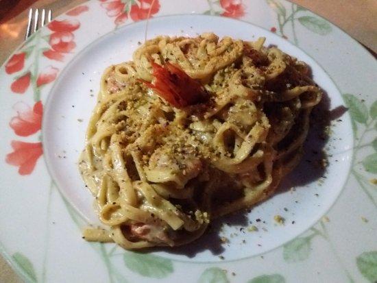 Al Giardino: Hausgemachte Pasta mit Pistazienpesto und Garnelen