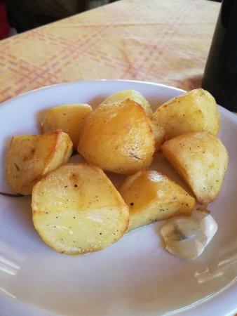 Ristorante Il Granaio: Patate arrosto al rosmarino e aglio.