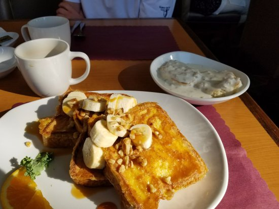 Manitowoc, WI : Carmel banana walnut french toast