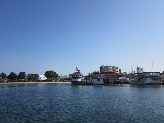 Lake Geneva, WI: Leaving the dock