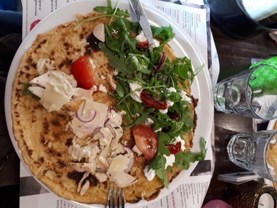 Houten, The Netherlands: De helft met kip en de andere helft met een geitenkaas salade. Erg lekker vooral die met geitenk