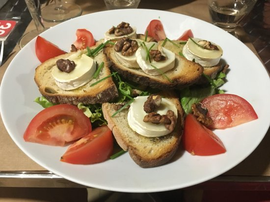 Limoux, France: Goats cheese salad