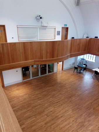 Penarth, UK: UPSTAIRS VIEW OF MAIN HALL