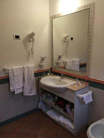 bagno camera cottage - Picture of iGV Club Santagiusta, Castiadas ...