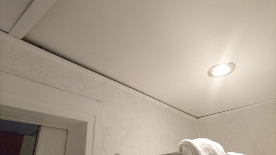 lose decke im badezimmer - picture of savoy hotel frankfurt