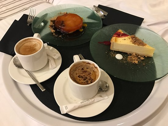Montcada i Reixac, Spain: Room Service: latte, cappuccino, apple tart and cheesecake. Approx 20 EUR (Sept '17)