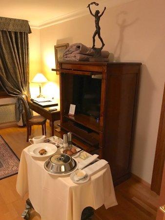 Golden Well Hotel: Room interior