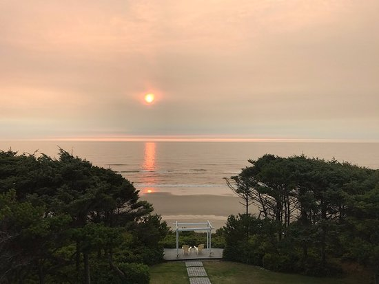 """South Beach, OR: Sunset from the """"Sunset Suite"""""""