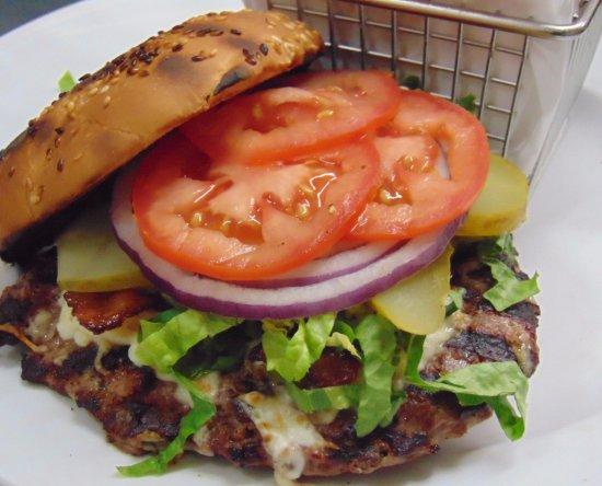 Saint Andre-Avellin, Canada: Burger classique de la Toquade