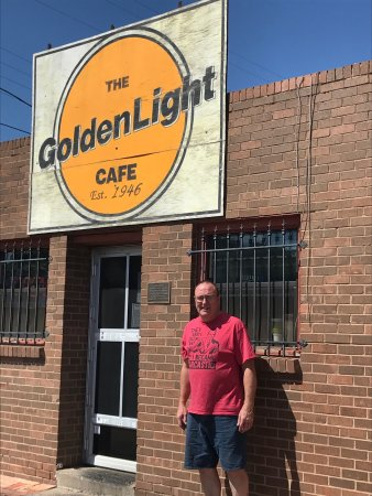 Golden Light Cafe & Cantina: The Golden Light Cafe truly is a gem on Historic Route 66
