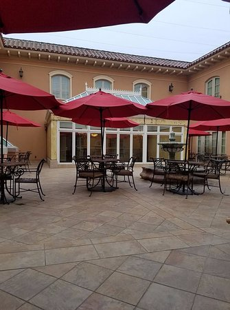 Atascadero, CA: relaxing courtyard outside room