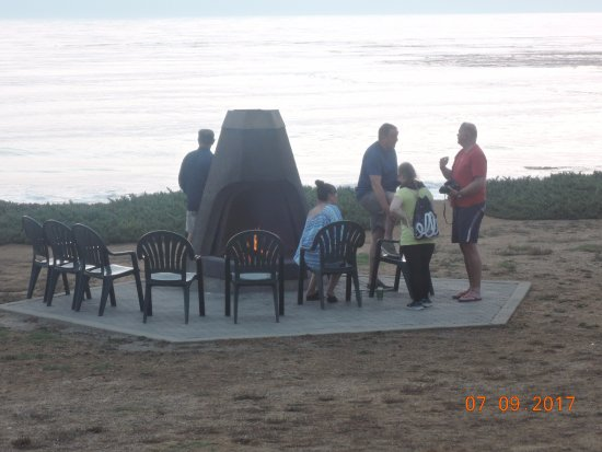 Cavalier Oceanfront Resort: Fire Pits by the sea