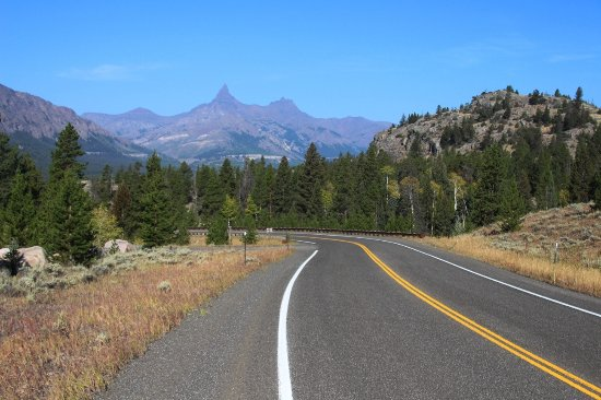 Chief Joseph Scenic Highway: Road view along the Chief Joseph Scenic Byway, WY