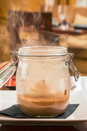 Minett, Canadá: Smoked Muskoka S'mores in a Jar