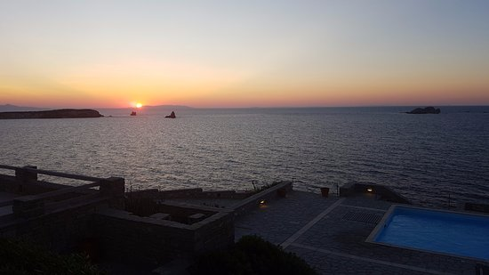 Archipelagos Resort Hotel: coucher de soleil depuis la terrasse du studio kea