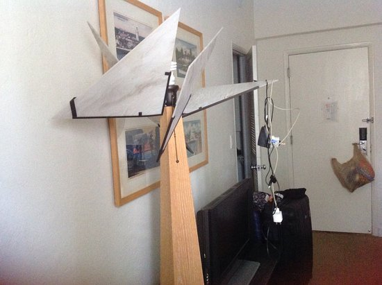 Richmond Hotel: Lamp should be removed