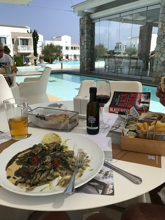 Diamond Deluxe Hotel & SPA - Adults Only: Lunch at the Pool Bar