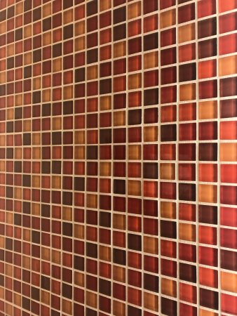 Hampton Inn and Suites Columbus Downtown: Pretty colored tiles in the bathroom