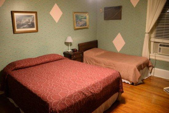 Adam's Inn: Our Room
