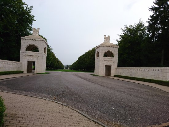 American Cemetery: La D123 emprunte obligatoirement le lieu ... original !