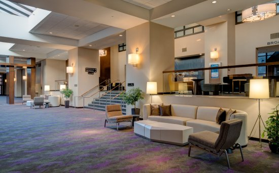 The Saratoga Hilton: Lower Lobby