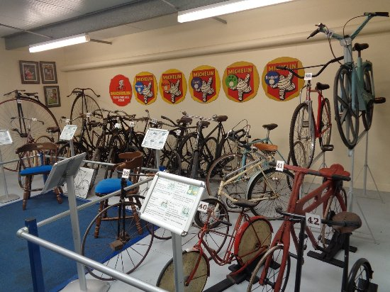 Witney, UK: Cycles in the Morris Motors part of the museum