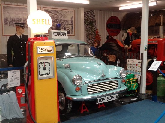 Witney, UK: A Morris Minor panda car (and Shell pump)