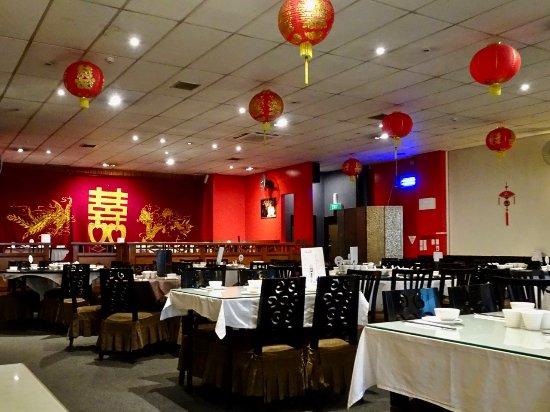 busy restaurant scene. Dragons Chinese Restaurant: Appealing Decor, Bright But Not Overdone Busy Restaurant Scene