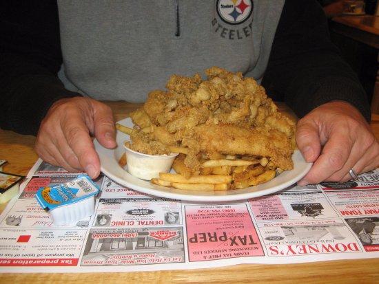 Saint George, Canadá: Seafood sampler (scallops, clams, shrimp, fish) - large