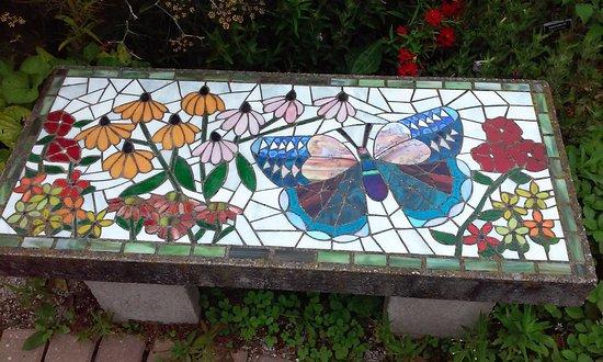 Fabulous Garden Bench Picture Of The Garden Door Sturgeon Bay Ibusinesslaw Wood Chair Design Ideas Ibusinesslaworg
