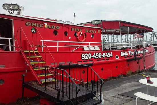 Sturgeon Bay, WI: Fire Boat - ride available from outside museum.