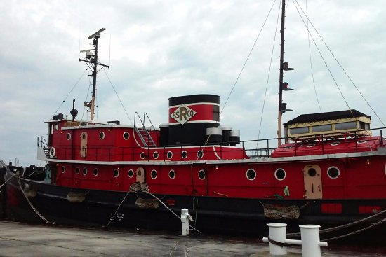 Sturgeon Bay, WI: John Purves tugboat - tours available.