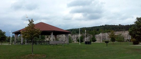 Sturgeon Bay, WI: Picnic pavilion at park.