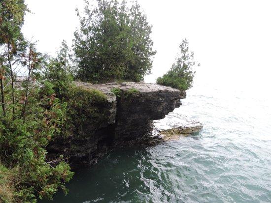 สเตอร์เกียนเบย์, วิสคอนซิน: Overhang rock