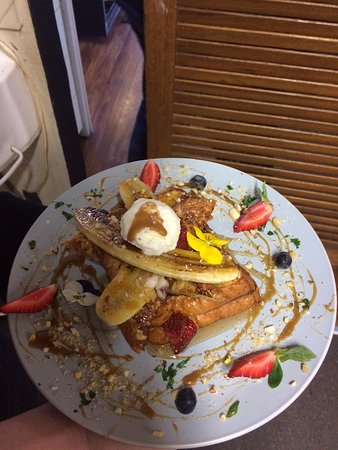 Lancefield, Australien: French Brioche Toast with caramelised banana and butterscoth sauce