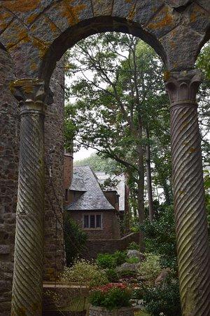 Hammond Castle: Picturesque arches