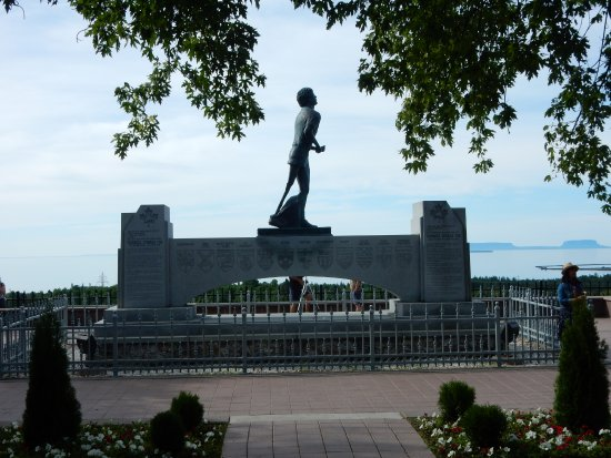 ‪Terry Fox Monument‬