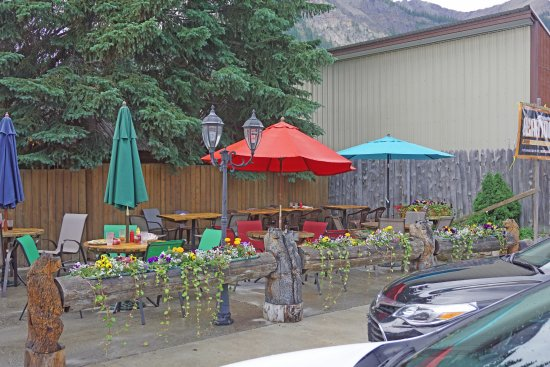 Cooke City, MT: Outdoor tables