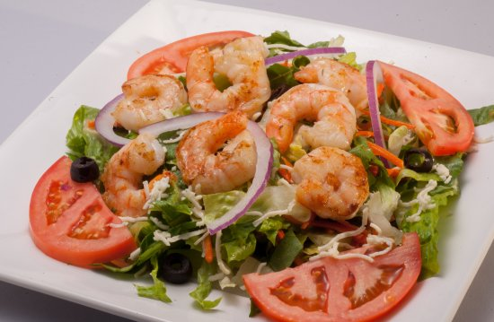 Moss Point, Миссисипи: Freshly prepared house salad accompanied with either grilled shrimp or chicken.