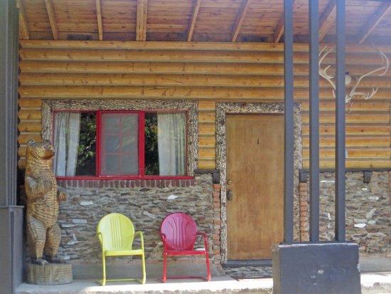 Silver Gate, MT: Front porch