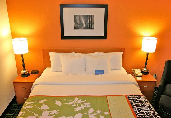 Austintown, OH: King Guest Room