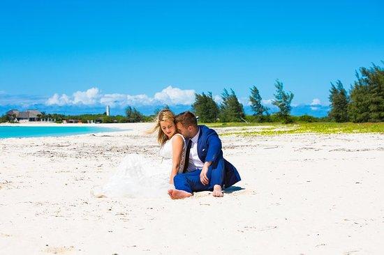 Anantara Medjumbe Island Resort: Couple On Beach