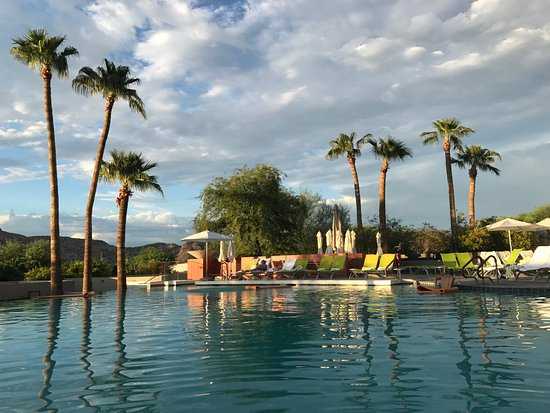 Sanctuary Camelback Mountain: Infinity pool
