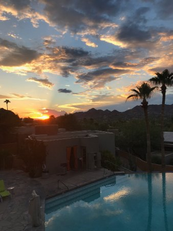 Paradise Valley, AZ: Pool at sunset