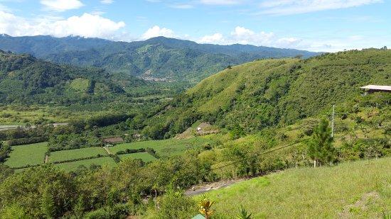 Paraiso, Costa Rica: Foto tomada desde el área de alimentación.