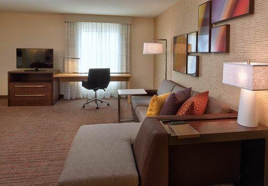 Bolingbrook, Илинойс: One-Bedroom Suite - Living Area