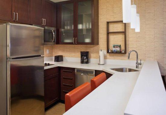 Bolingbrook, Илинойс: Studio King Suite - Kitchen