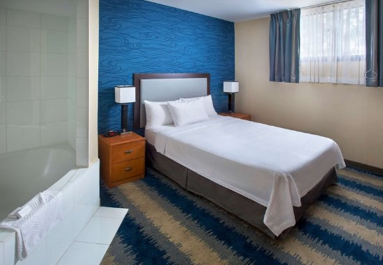 Astoria, NY: Queen Whirlpool Guest Room